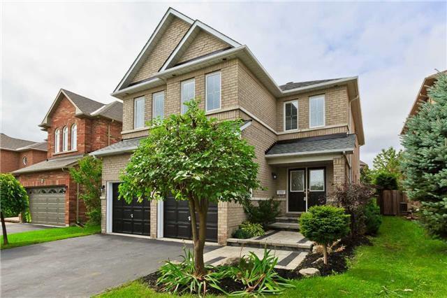 Main Photo: 2232 Overfield Road in Oakville: West Oak Trails House (2-Storey) for sale : MLS®# W4244355
