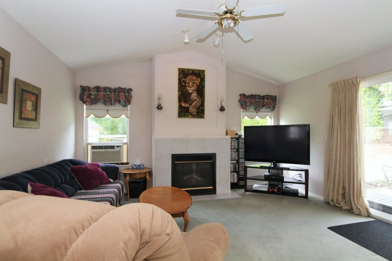Photo 4: Photos: 8269 WHARTON Place in Mission: Mission BC House for sale : MLS®# R2372117