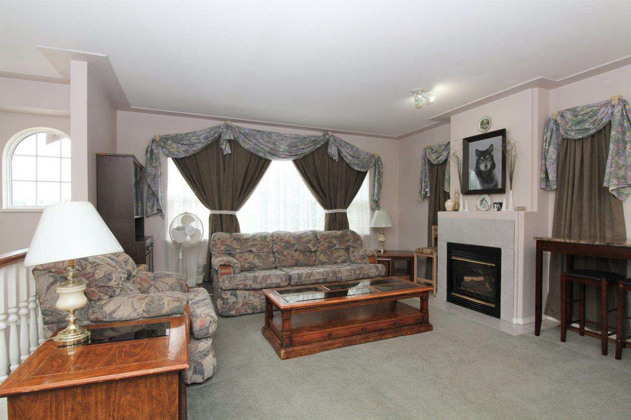 Photo 6: Photos: 8269 WHARTON Place in Mission: Mission BC House for sale : MLS®# R2372117