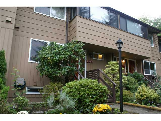 "Main Photo: 2345 MOUNTAIN Highway in North Vancouver: Lynn Valley Townhouse for sale in ""YORKWOOD PARK"" : MLS®# V913501"