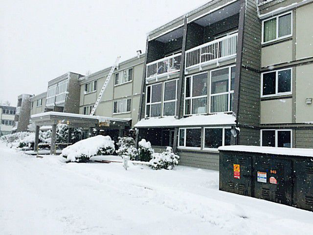 """Main Photo: 126 3451 SPRINGFIELD Drive in Richmond: Steveston North Condo for sale in """"IMPERIAL BY THE SEA"""" : MLS®# V1039289"""