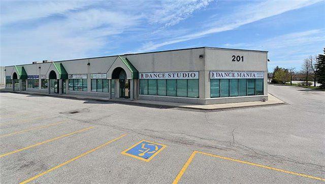 Main Photo: 11 201 Spinnaker Way in Vaughan: Concord Property for sale : MLS®# N3532613