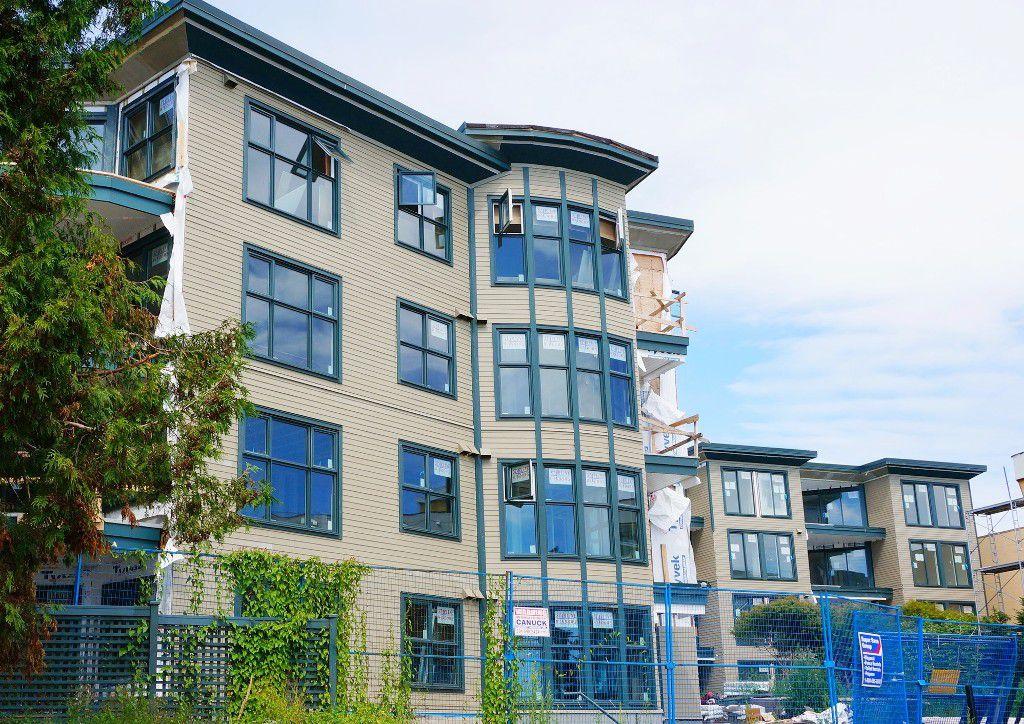 """Main Photo: 305 15210 PACIFIC Avenue: White Rock Condo for sale in """"Ocean Ridge"""" (South Surrey White Rock)  : MLS®# R2192755"""