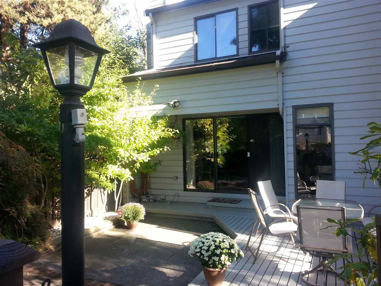 """Main Photo: 11 3350 ROSEMONT Drive in Vancouver: Champlain Heights Townhouse for sale in """"APENWOOD"""" (Vancouver East)  : MLS®# R2233904"""