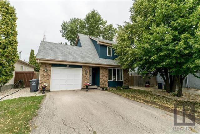 Main Photo: 30 Beaupre Bay in Winnipeg: Island Lakes Residential for sale (2J)  : MLS®# 1821746