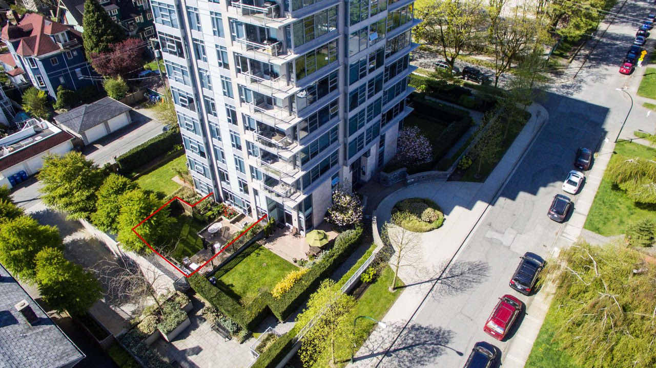 "Main Photo: 105 1088 W 14TH Avenue in Vancouver: Fairview VW Townhouse for sale in ""COCO"" (Vancouver West)  : MLS®# R2307546"