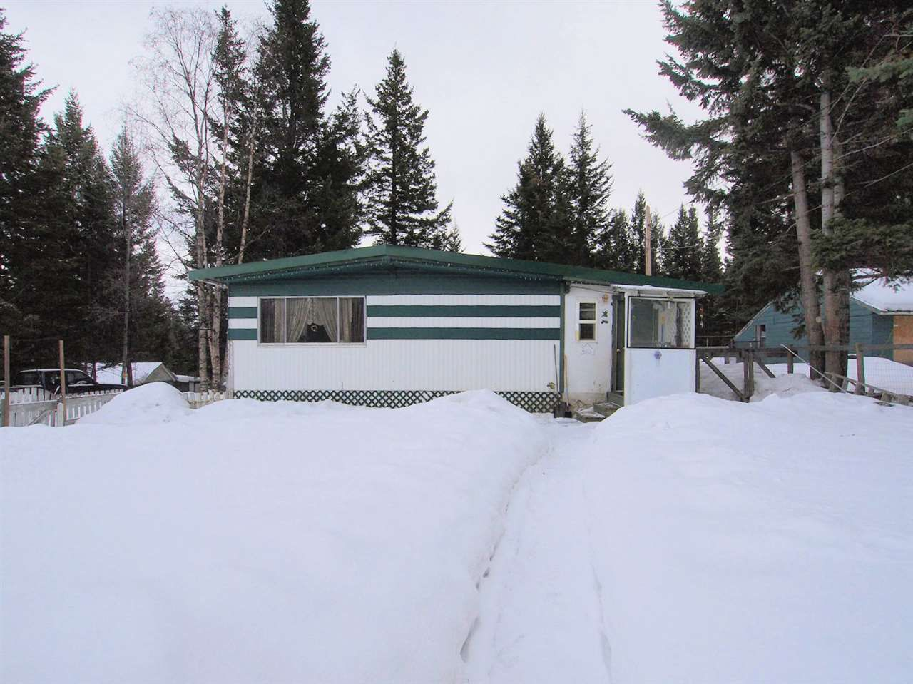 Main Photo: 6559 HYRA Road in 100 Mile House: 100 Mile House - Rural Manufactured Home for sale (100 Mile House (Zone 10))  : MLS®# R2333680