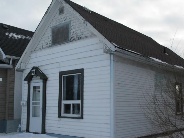 Photo 2: Photos: 1018 Burrows Avenue in WINNIPEG: North End Residential for sale (North West Winnipeg)  : MLS®# 1206815
