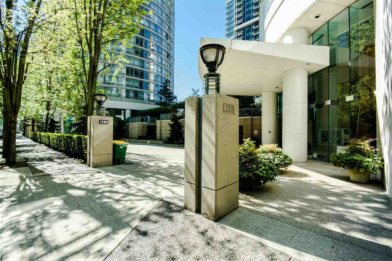 """Main Photo: 401 1288 ALBERNI Street in Vancouver: West End VW Condo for sale in """"The Palisades"""" (Vancouver West)  : MLS®# R2064875"""