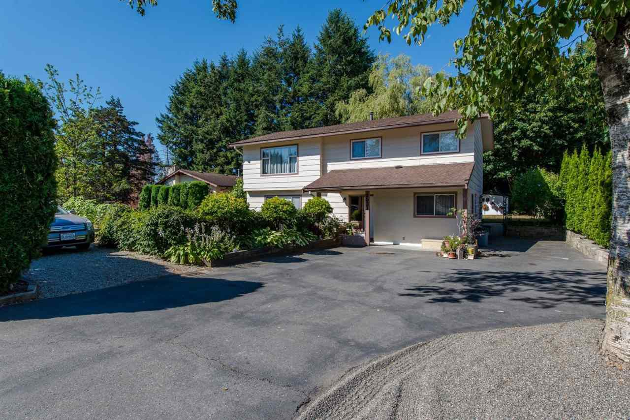 Main Photo: 2031 GUILFORD Drive in Abbotsford: Abbotsford East House for sale : MLS®# R2102608