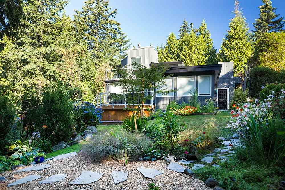 Main Photo: 6184 EASTMONT Drive in West Vancouver: Gleneagles House for sale : MLS®# R2110154