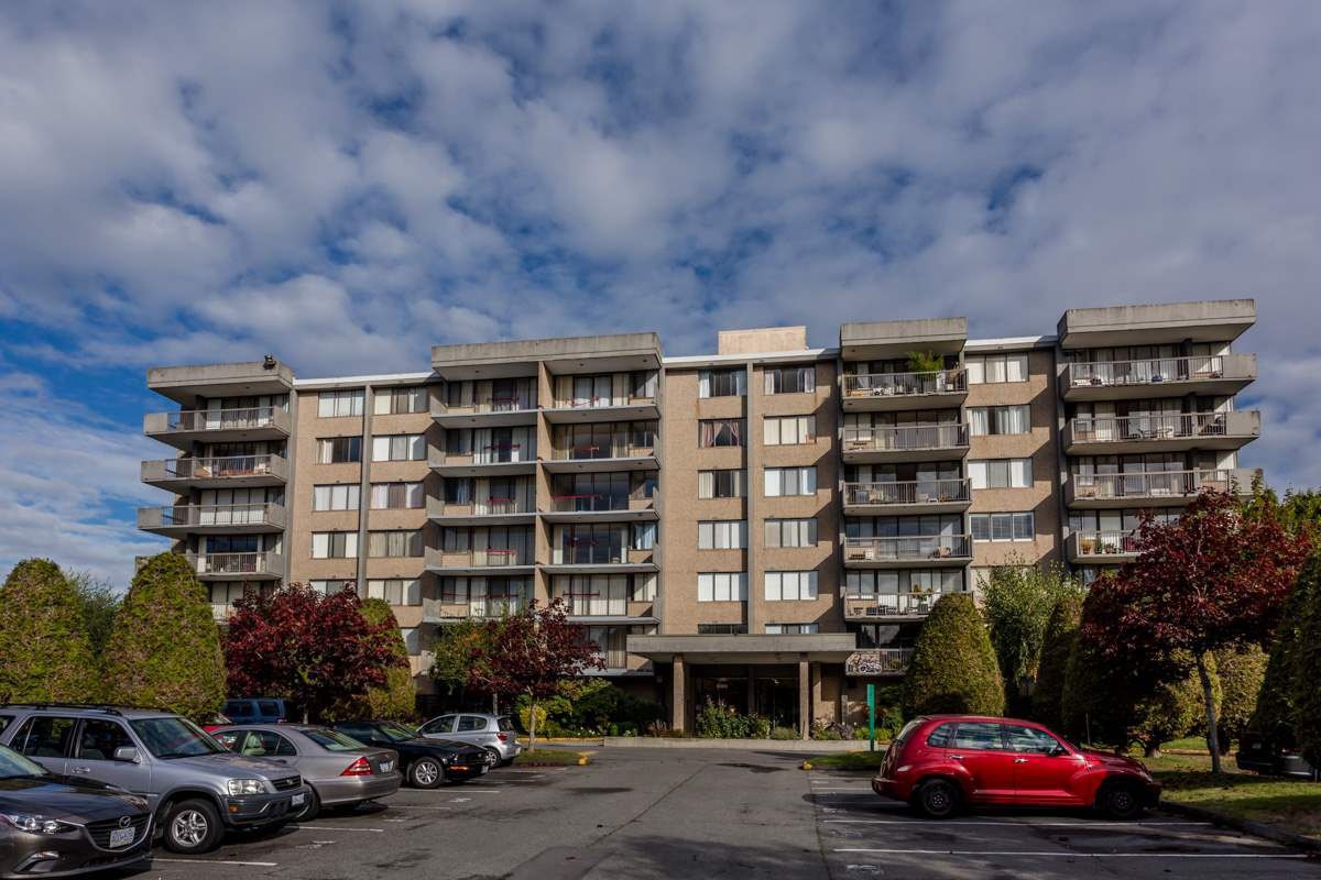 """Main Photo: 105 9300 PARKSVILLE Drive in Richmond: Boyd Park Condo for sale in """"MASTERS GREEN"""" : MLS®# R2113685"""