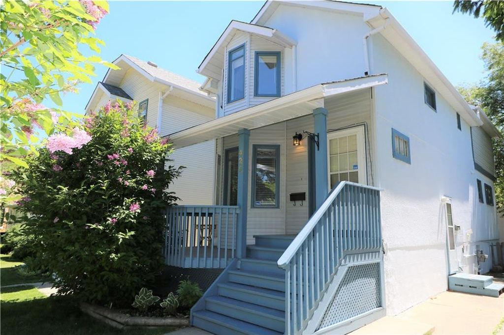 Main Photo: 425 22 Avenue NW in Calgary: Mount Pleasant House for sale : MLS®# C4122704