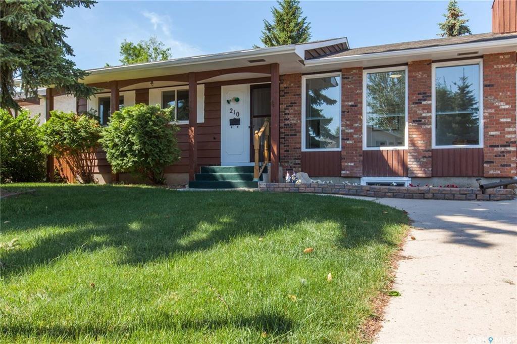 Main Photo: 210 Meglund Crescent in Saskatoon: Wildwood Residential for sale : MLS®# SK729419