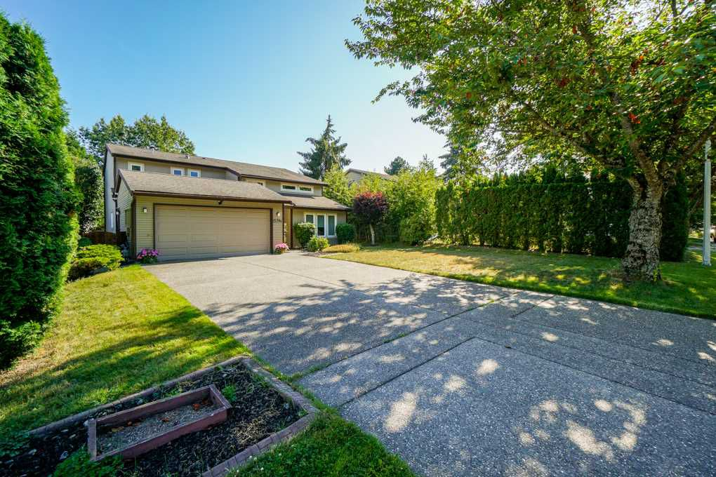 Main Photo: 15784 102B Avenue in Surrey: Guildford House for sale (North Surrey)  : MLS®# R2336938