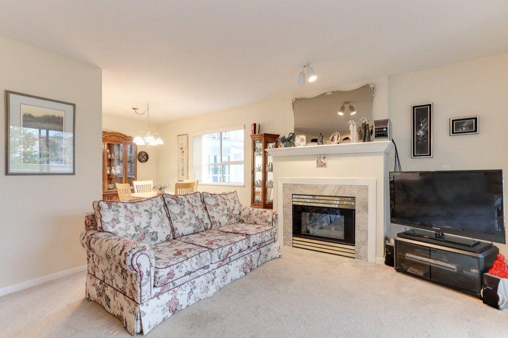 "Photo 3: Photos: 310 4758 53 Street in Delta: Delta Manor Condo for sale in ""SINNINGDALE III"" (Ladner)  : MLS®# R2361282"