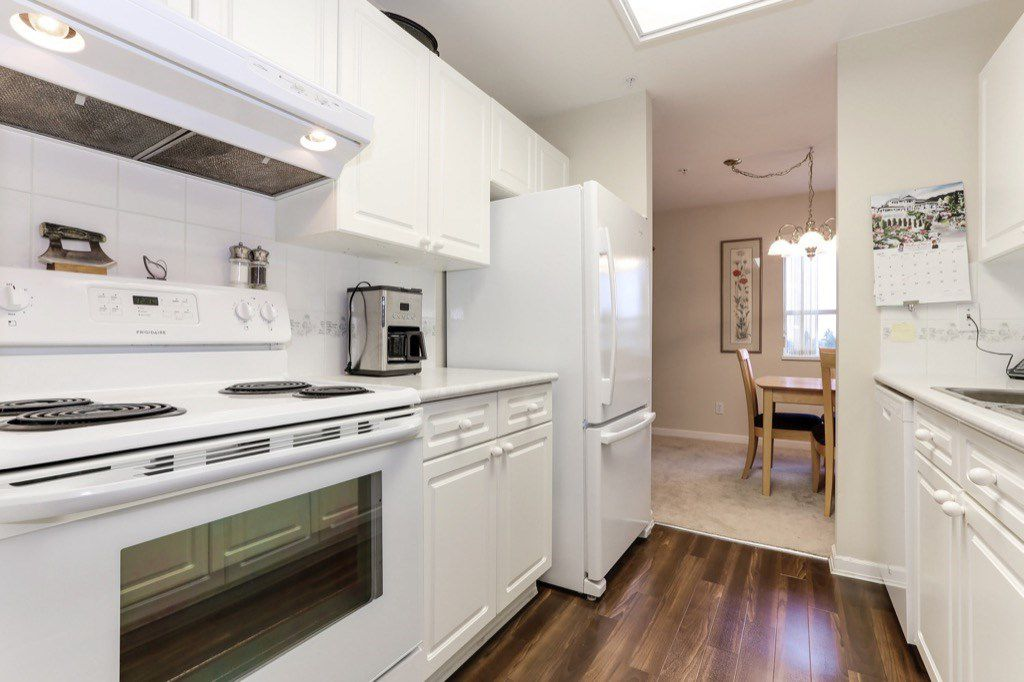 "Photo 8: Photos: 310 4758 53 Street in Delta: Delta Manor Condo for sale in ""SINNINGDALE III"" (Ladner)  : MLS®# R2361282"