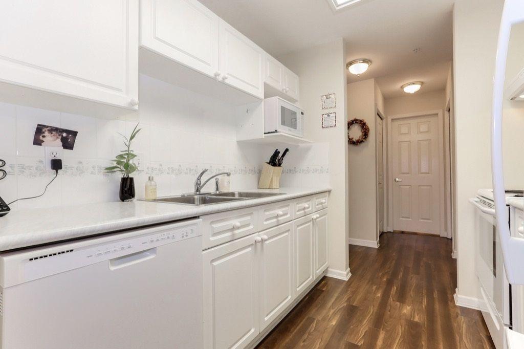 "Photo 7: Photos: 310 4758 53 Street in Delta: Delta Manor Condo for sale in ""SINNINGDALE III"" (Ladner)  : MLS®# R2361282"