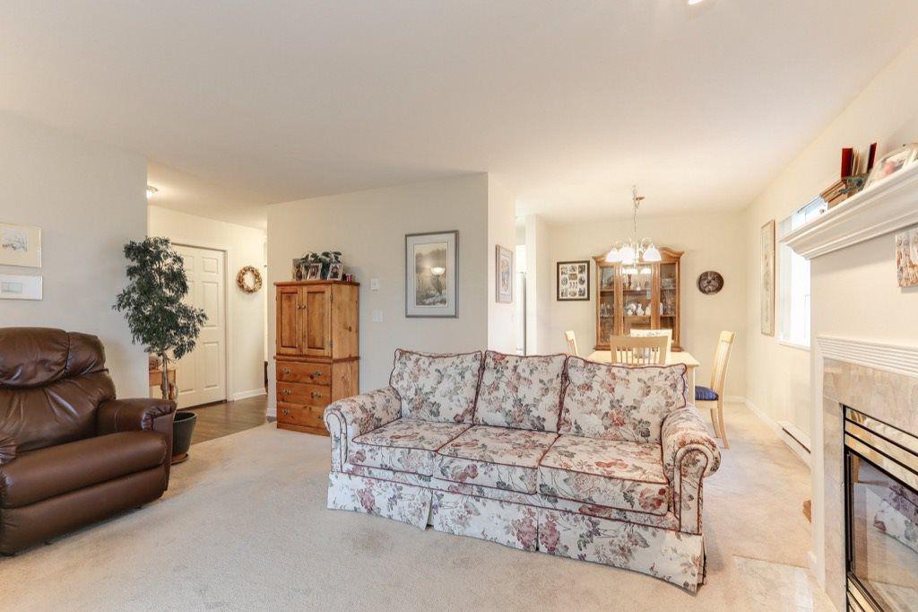"Photo 2: Photos: 310 4758 53 Street in Delta: Delta Manor Condo for sale in ""SINNINGDALE III"" (Ladner)  : MLS®# R2361282"