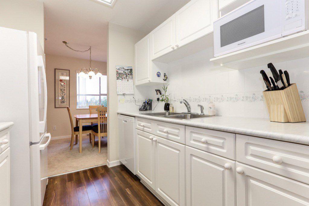 "Photo 9: Photos: 310 4758 53 Street in Delta: Delta Manor Condo for sale in ""SINNINGDALE III"" (Ladner)  : MLS®# R2361282"