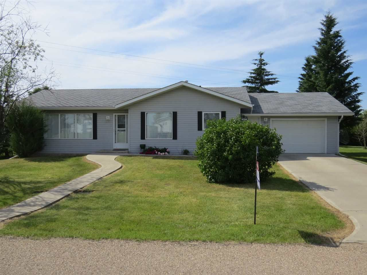 Main Photo: 4708 50 Street: Amisk House for sale : MLS®# E4154843
