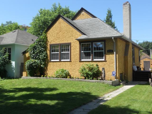 Main Photo: 239 Borebank Street in WINNIPEG: River Heights / Tuxedo / Linden Woods Residential for sale (South Winnipeg)  : MLS®# 1113926