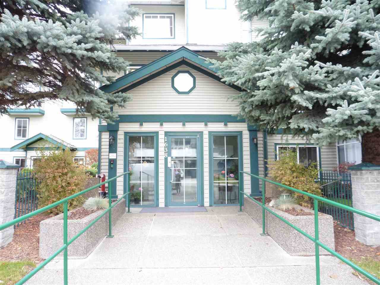 """Main Photo: 100 1638 6TH Avenue in Prince George: Crescents House 1/2 Duplex for sale in """"COURTYARD/CRESCENTS"""" (PG City Central (Zone 72))  : MLS®# R2118443"""