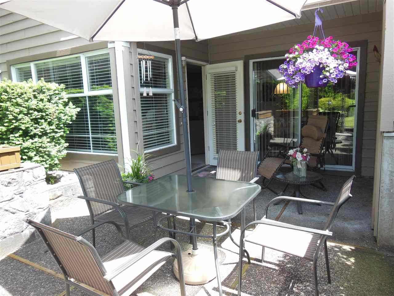 """Main Photo: 309 1000 BOWRON Court in North Vancouver: Roche Point Condo for sale in """"Parkway Terrace"""" : MLS®# R2178474"""