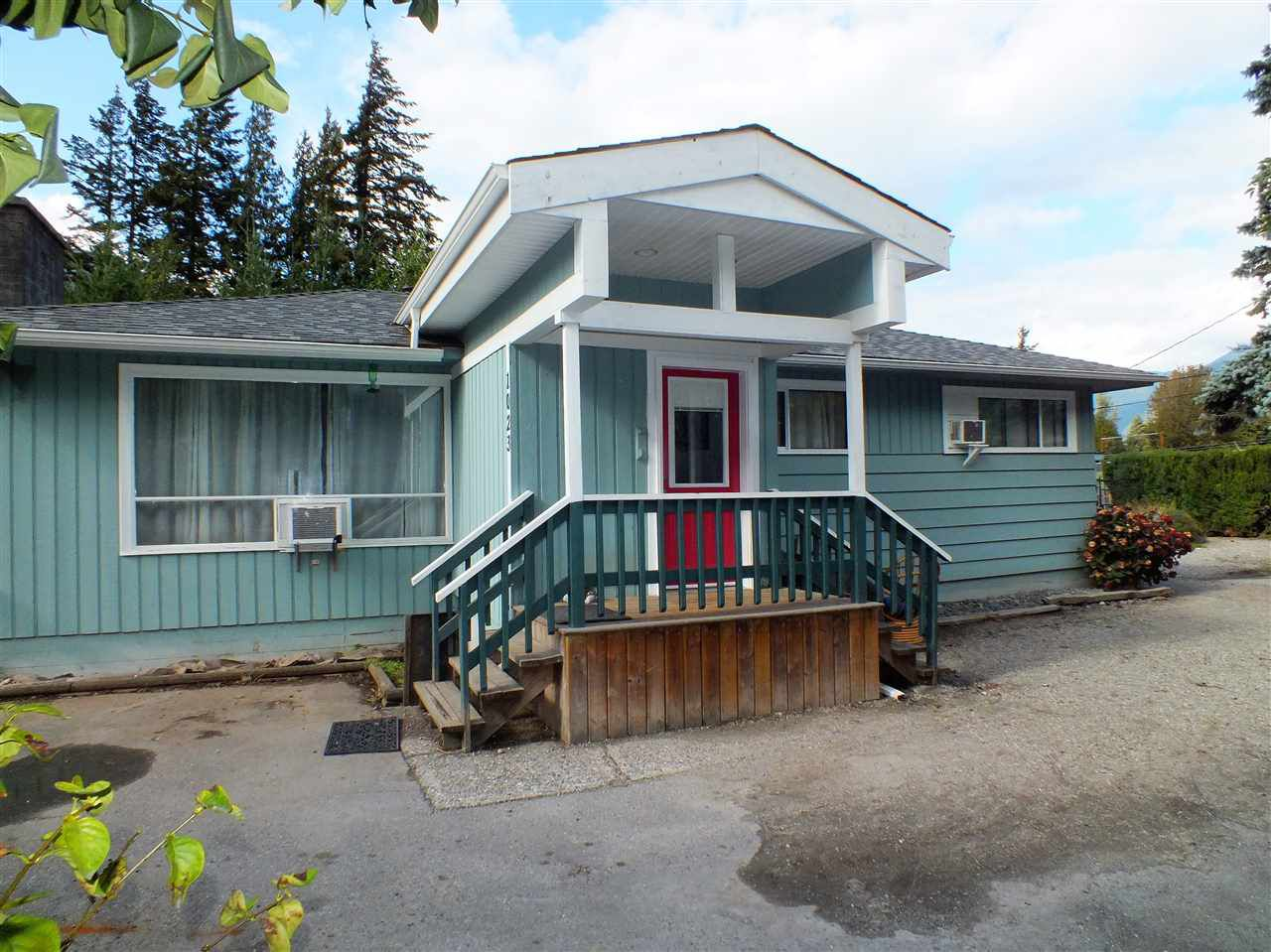 Main Photo: 1023 3RD Avenue in Hope: Hope Center House for sale : MLS®# R2305188