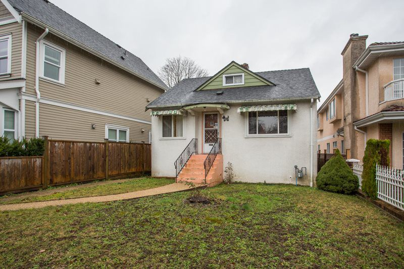 Main Photo: 3823 DUMFRIES Street in Vancouver: Knight House for sale (Vancouver East)  : MLS®# R2338282