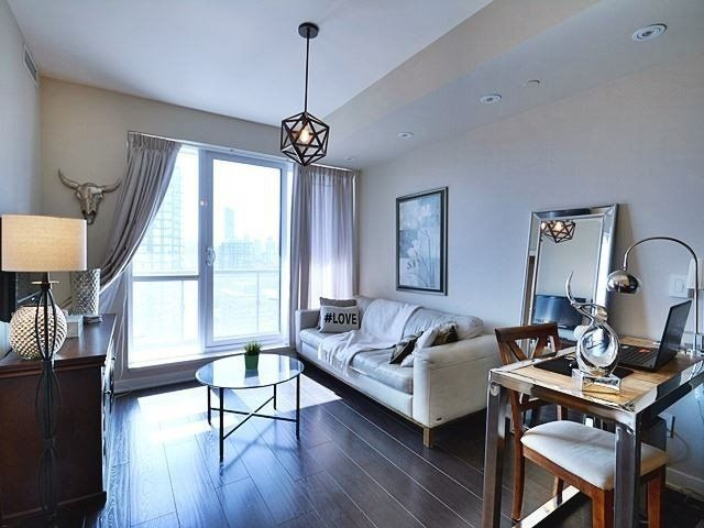 Main Photo: 1707 170 Sumach Street in Toronto: Regent Park Condo for lease (Toronto C08)  : MLS®# C4511597