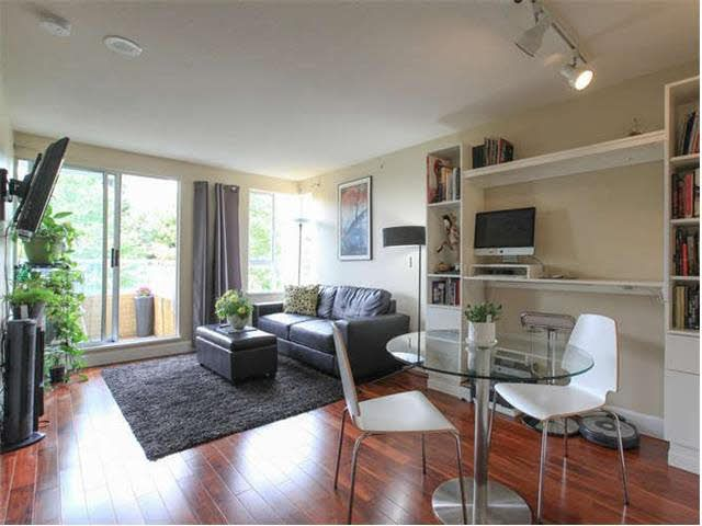 Main Photo: 406 3455 ASCOT Place in Vancouver: Collingwood VE Condo for sale (Vancouver East)  : MLS®# V1133070