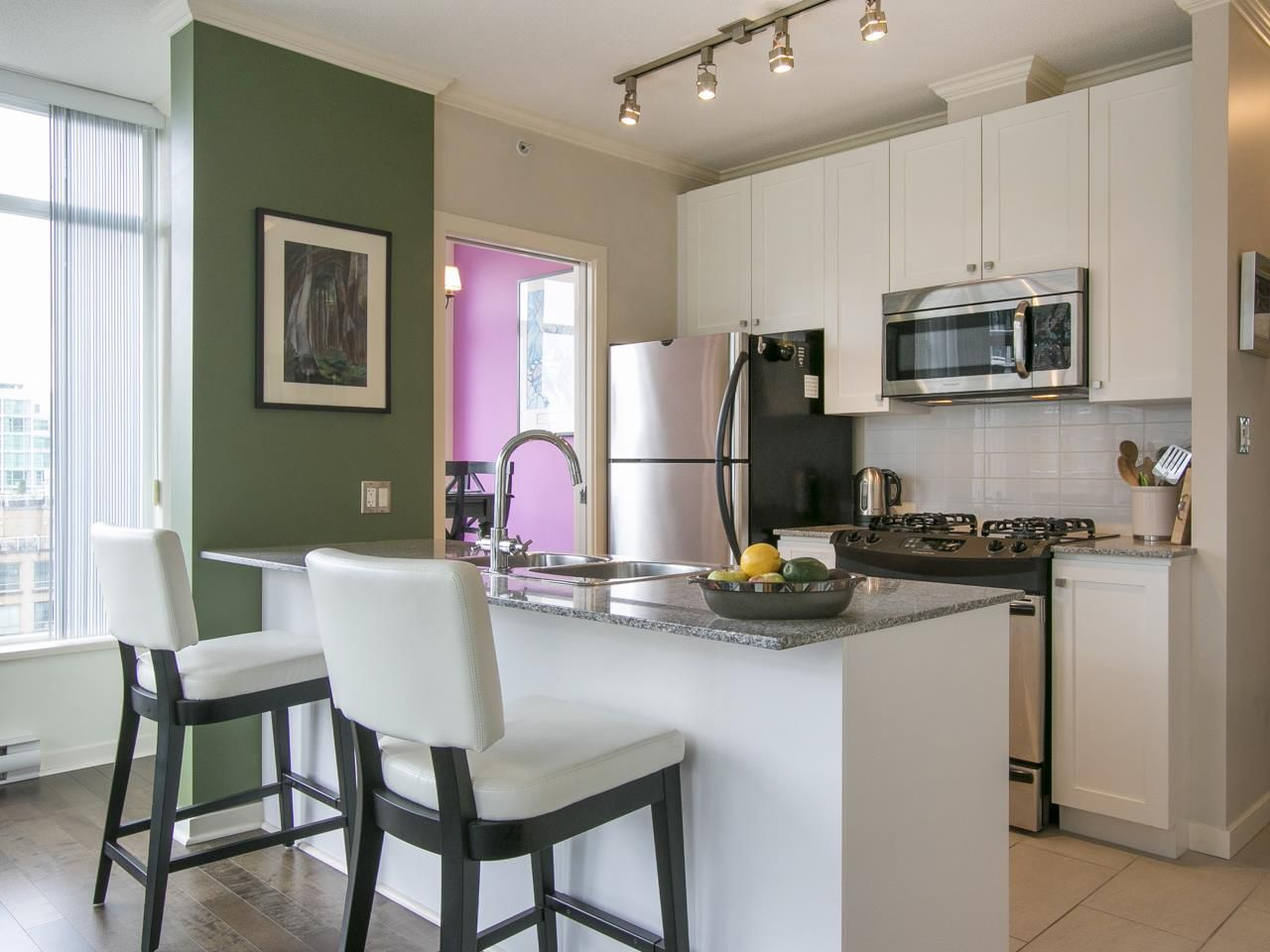 """Main Photo: 1305 480 ROBSON Street in Vancouver: Downtown VW Condo for sale in """"R&R"""" (Vancouver West)  : MLS®# R2007920"""