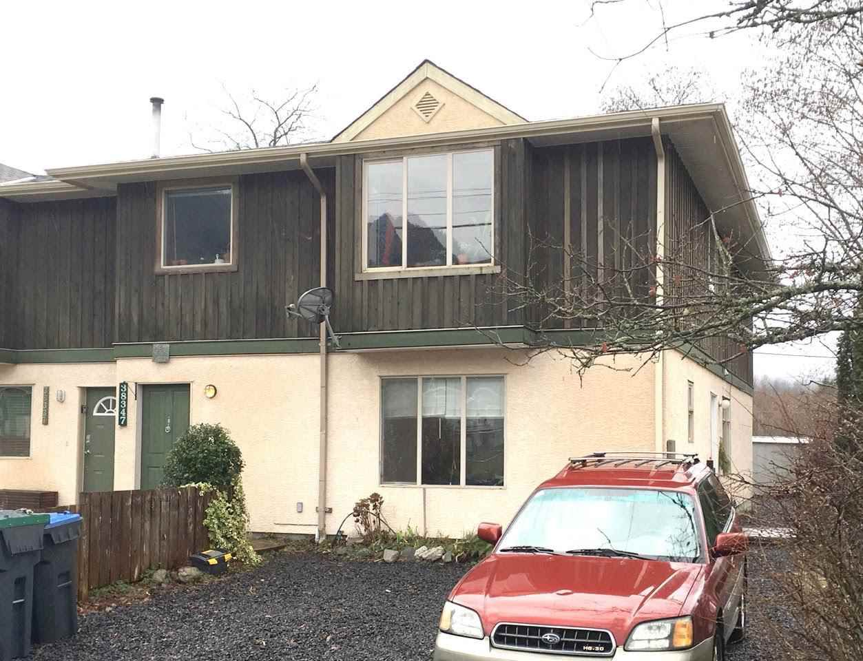 Main Photo: 38347 BUCKLEY Avenue in Squamish: Dentville House 1/2 Duplex for sale : MLS®# R2035766
