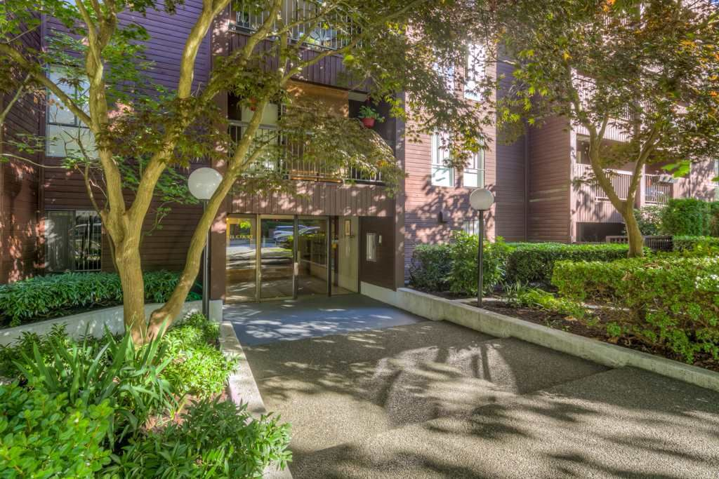 "Main Photo: 408 2920 ASH Street in Vancouver: Fairview VW Condo for sale in ""Ash Court"" (Vancouver West)  : MLS®# R2211312"