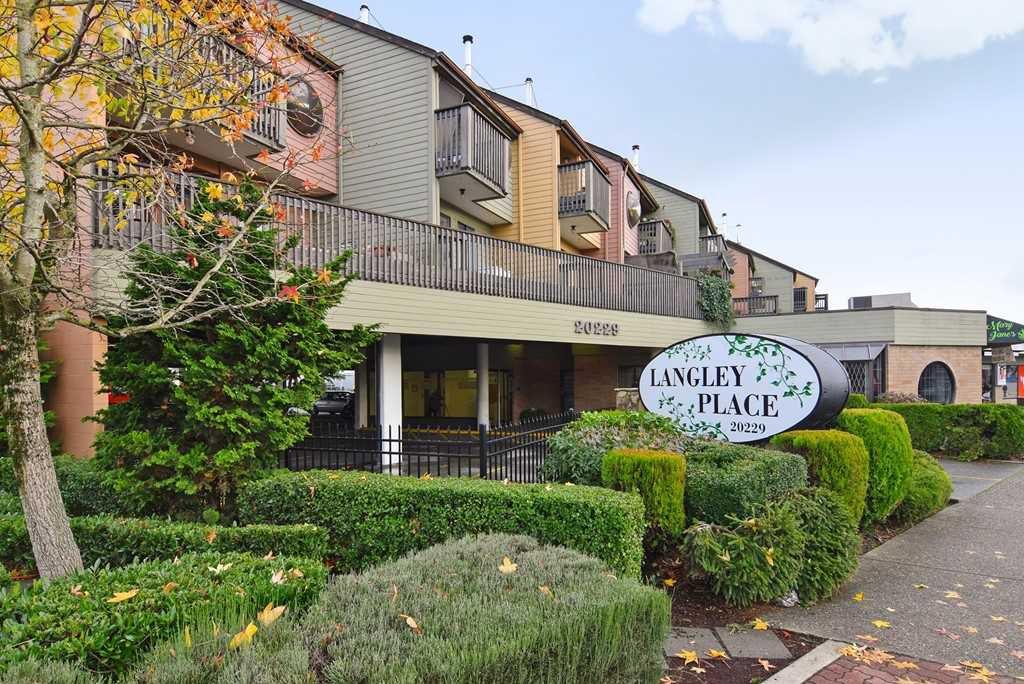 """Main Photo: 9 20229 FRASER Highway in Langley: Langley City Condo for sale in """"Langley Place"""" : MLS®# R2225434"""