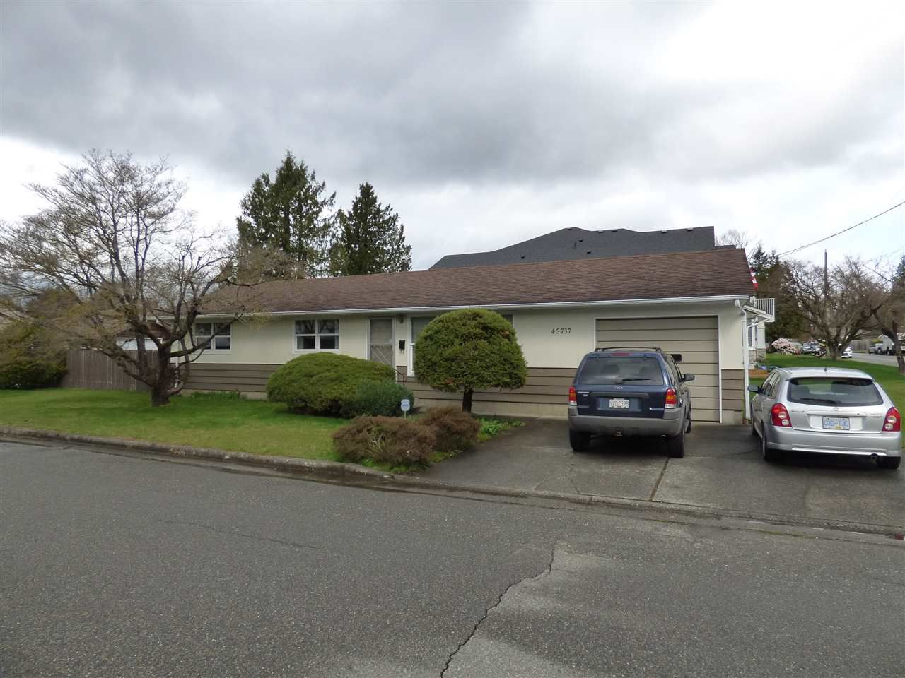 Main Photo: 45737 HENLEY Avenue in Chilliwack: Chilliwack N Yale-Well House for sale : MLS®# R2252155
