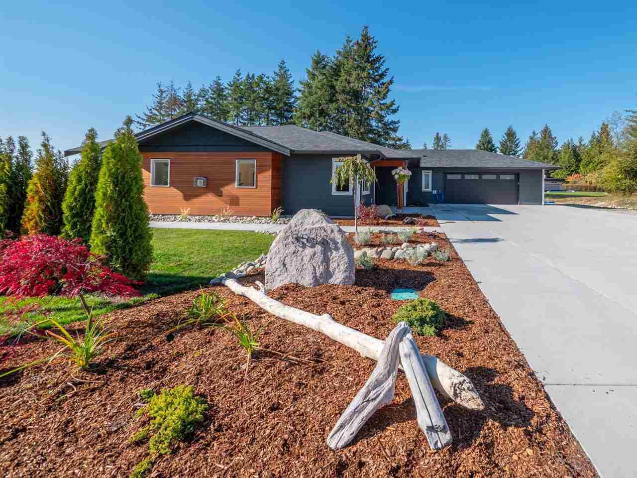 Main Photo: 5543 GRANITE Road in Sechelt: Sechelt District House for sale (Sunshine Coast)  : MLS®# R2316792
