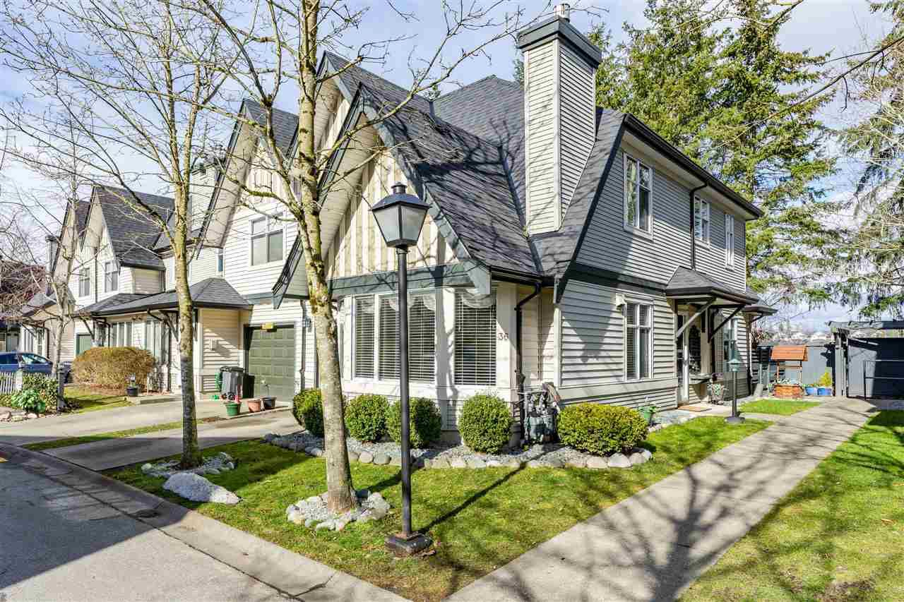 """Main Photo: 36 18883 65 Avenue in Surrey: Cloverdale BC Townhouse for sale in """"APPLEWOOD"""" (Cloverdale)  : MLS®# R2344088"""