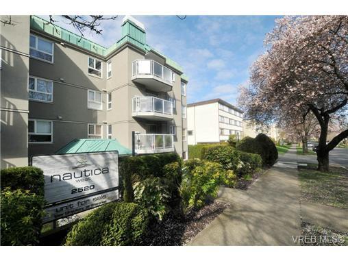 Main Photo: 404 2520 Wark Street in VICTORIA: Vi Hillside Condo Apartment for sale (Victoria)  : MLS®# 346976