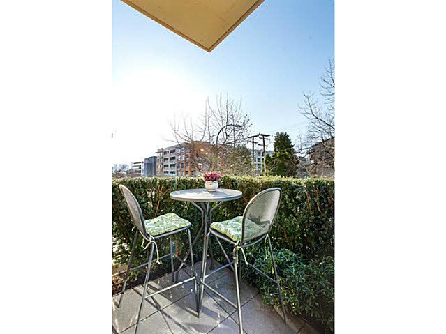 """Main Photo: 214 170 W 1ST Street in North Vancouver: Lower Lonsdale Townhouse for sale in """"ONE PARK LANE"""" : MLS®# V1109526"""