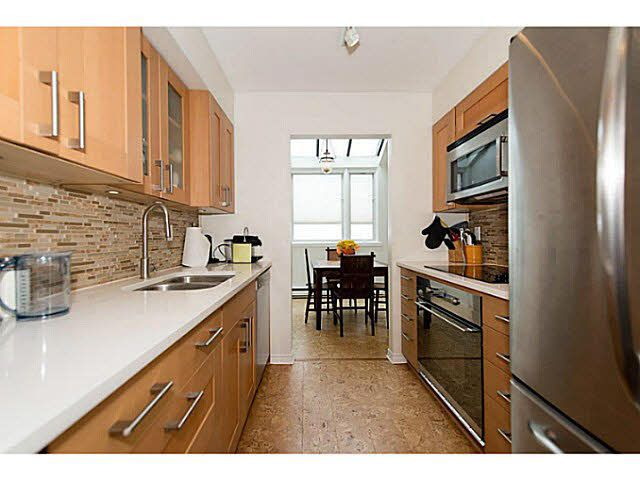 Main Photo: 202 1633 YEW Street in Vancouver: Kitsilano Condo for sale (Vancouver West)  : MLS®# V1109936