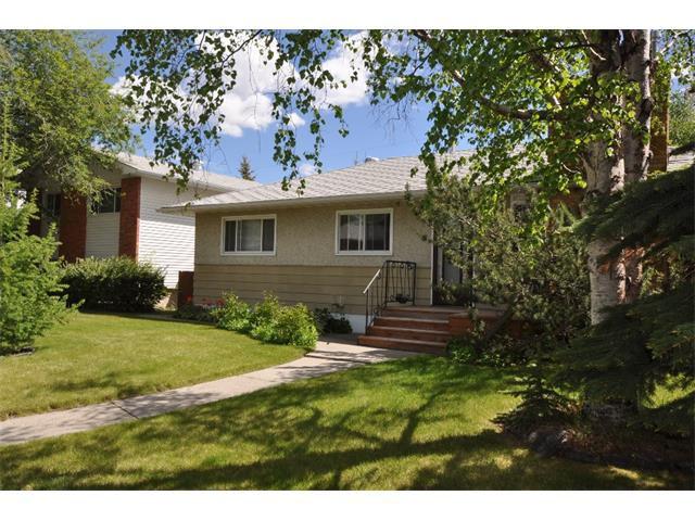 Main Photo: 80 GLAMORGAN Drive SW in Calgary: Glamorgan House for sale : MLS®# C4015454