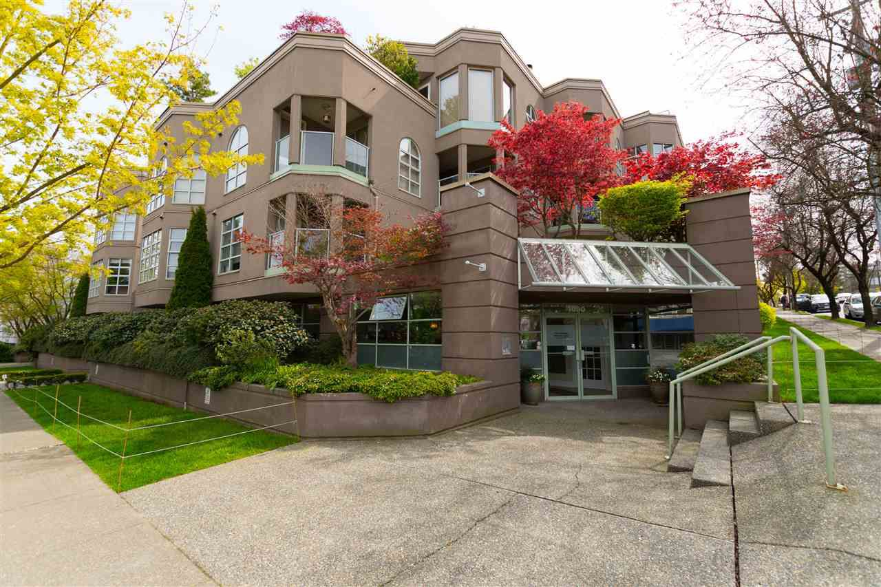 """Main Photo: 209 1082 W 8TH Avenue in Vancouver: Fairview VW Condo for sale in """"LE GALLERIA"""" (Vancouver West)  : MLS®# R2256851"""