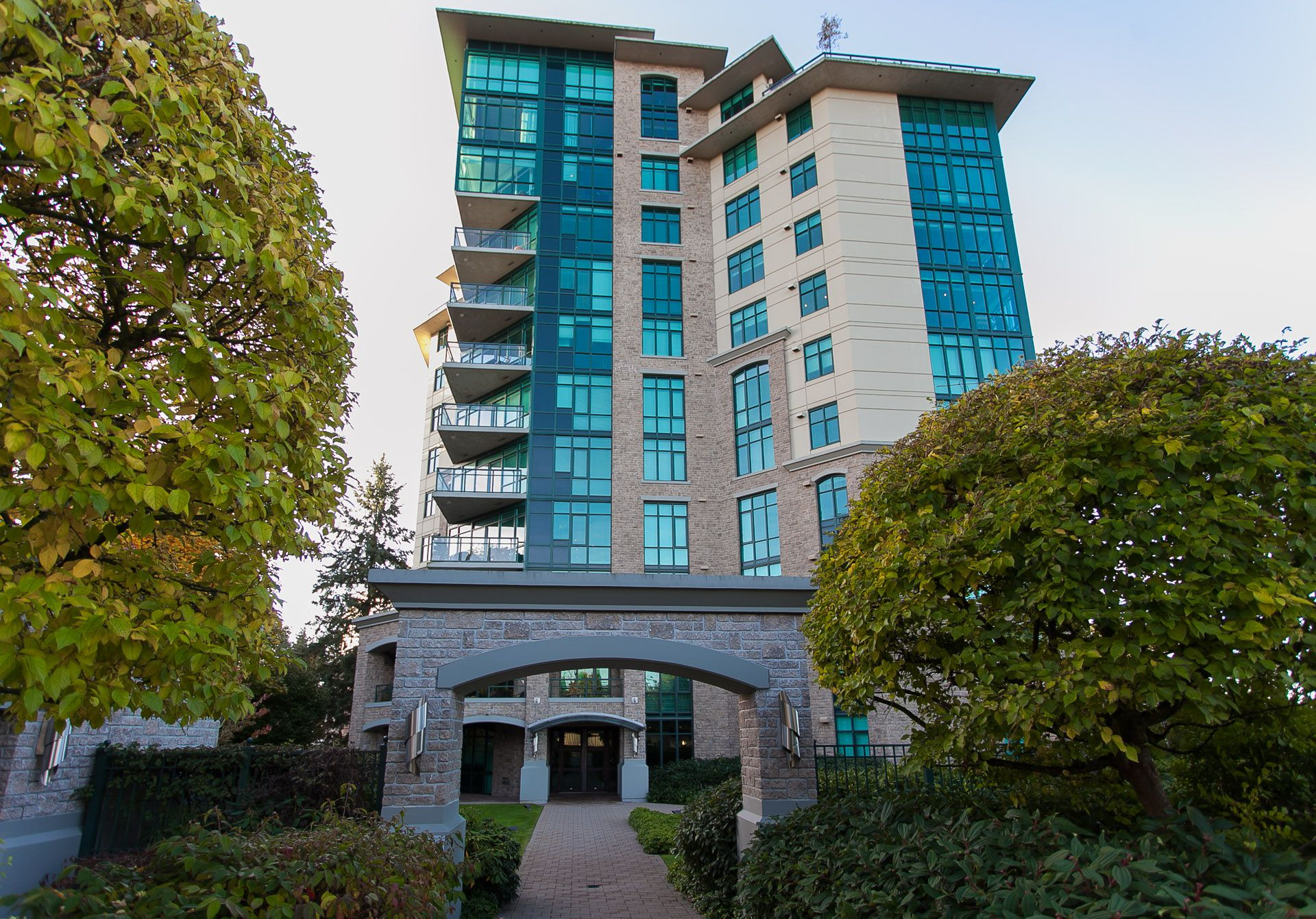 "Main Photo: 1102 14824 NORTH BLUFF Road: White Rock Condo for sale in ""BELAIRE"" (South Surrey White Rock)  : MLS®# R2350476"