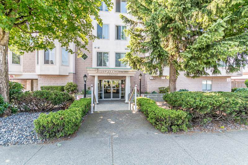 "Main Photo: 106 46000 FIRST Avenue in Chilliwack: Chilliwack E Young-Yale Condo for sale in ""First Park Ave"" : MLS®# R2374567"