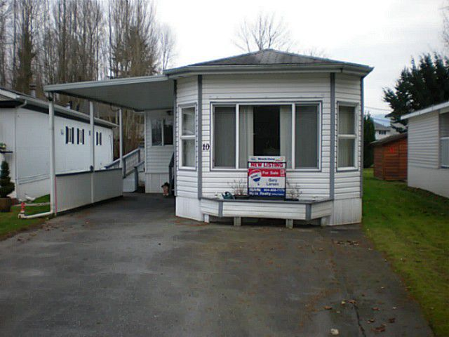 "Main Photo: 10 45111 WOLFE Road in Chilliwack: Chilliwack W Young-Well Manufactured Home for sale in ""FRASER VILLAGE"" : MLS®# H1400243"