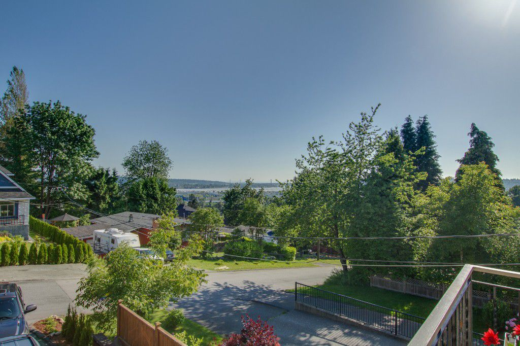 Photo 2: Photos: 1985 PETERSON Avenue in Coquitlam: Cape Horn House for sale : MLS®# V1067810