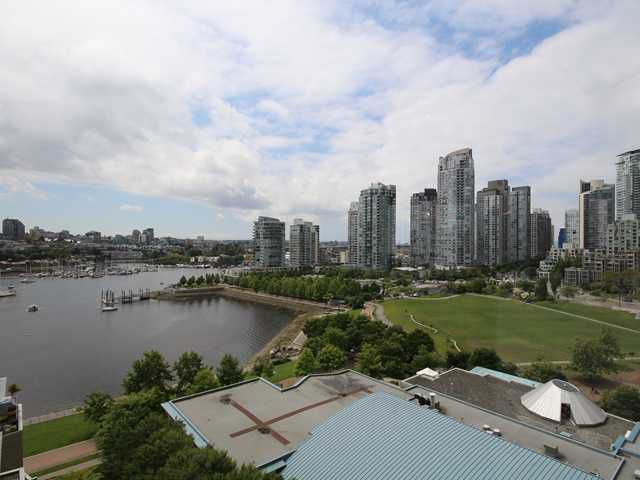 "Main Photo: 1505 1383 MARINASIDE Crescent in Vancouver: Yaletown Condo for sale in ""COLUMBUS"" (Vancouver West)  : MLS®# V1069341"