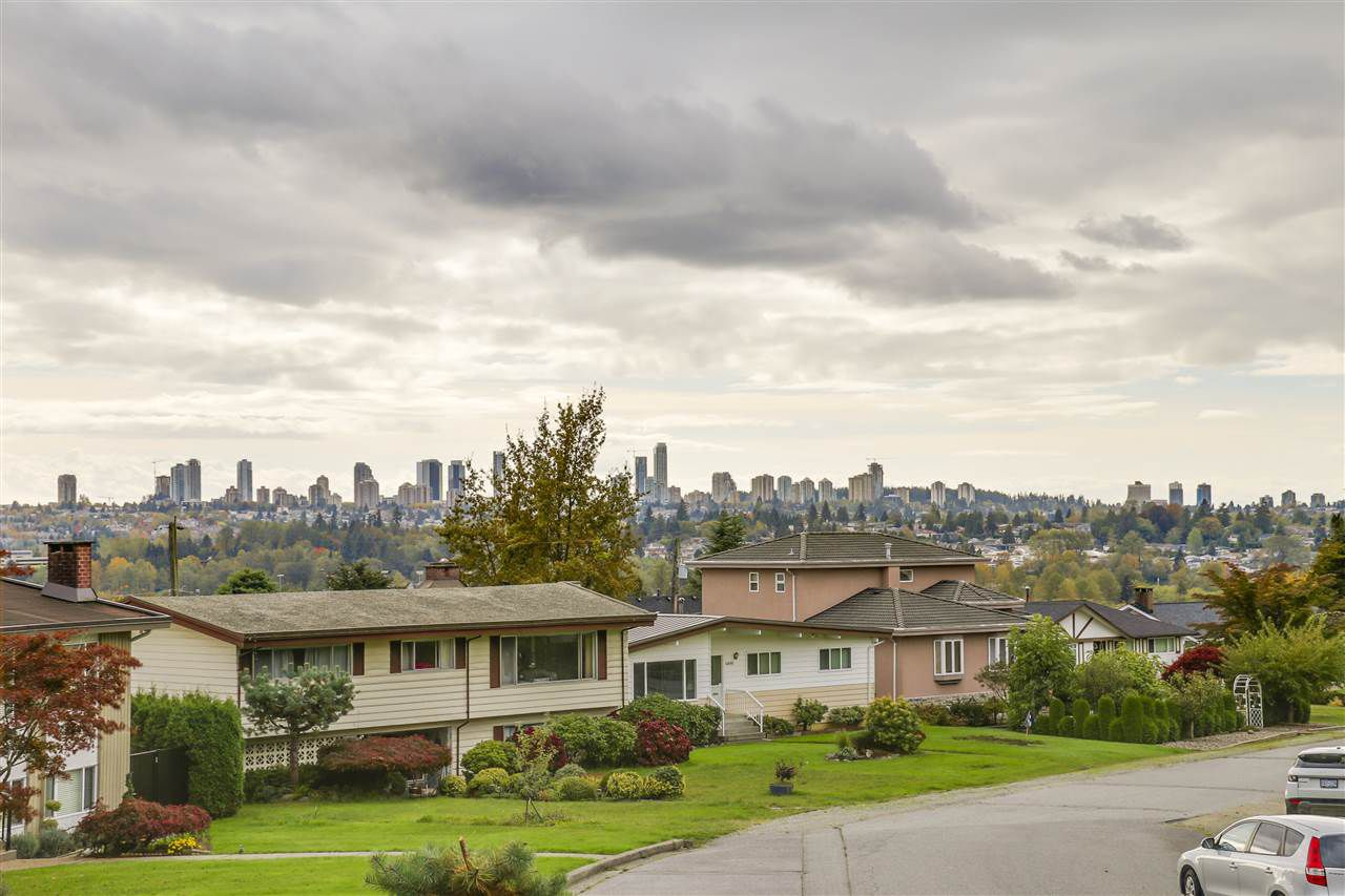 Photo 4: Photos: 6920 HYCREST Drive in Burnaby: Montecito House for sale (Burnaby North)  : MLS®# R2165155